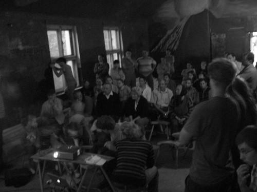 prezentare in camin cultural satul curtisoara